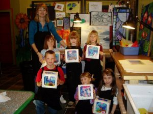 Teaching a K-2 elementary Saturday Art Adventures class at Old Town ArtWorks in St. Helens, Oregon 2003